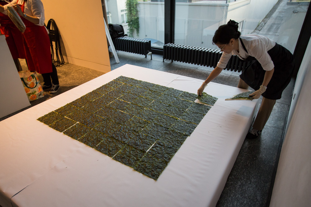 Minimally Korean, Participatory Food Performance, Humboldt Lab Dahlem Museum, 2015 Photo Credit: Aleks Slota